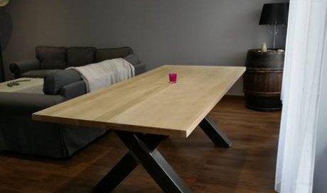 Fabrication d'une table sur mesure en chêne massif et métal pour salle à manger à  Champagne-au-mont-d'or