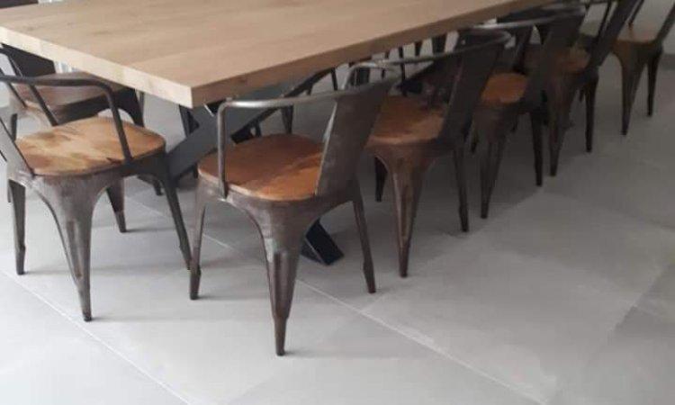 Table de salle à manger en bois et métal sur mesure à Champagne-au-mont-d'or