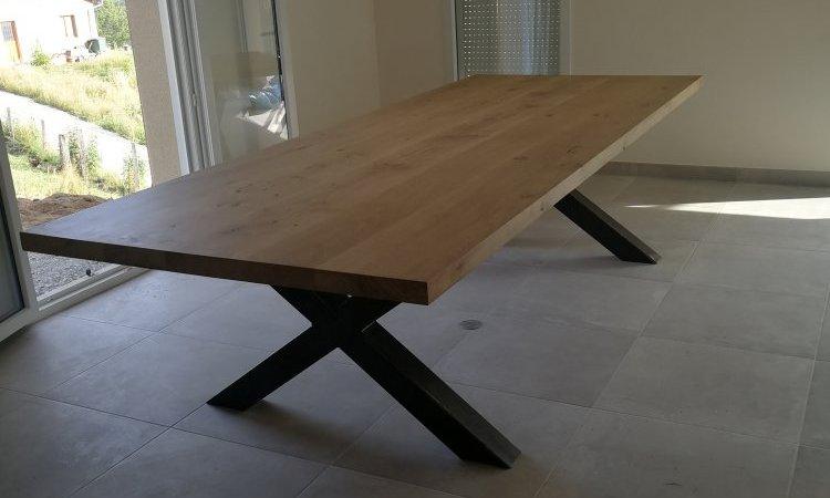 Table de salle à manger en bois et métal à Champagne-au-mont-d'or